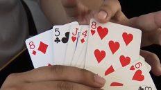 Hướng dẫn trò ảo thuật tìm lá bài khán giả gây shock
