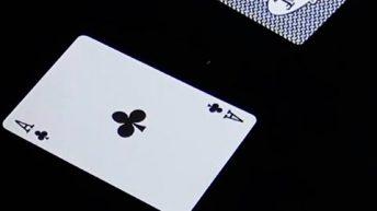 Trò ảo thuật đoán lá bài khán giả chọn do chính khán giả thực hiện