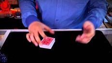 Cách làm ảo thuật bộ bài từ nhiều cây thành 1 cây