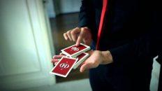 Trick ảo thuật bắn lá bài khán giả chọn
