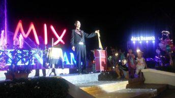 Ảo thuật gia Văn Thái biểu diễn ảo thuật