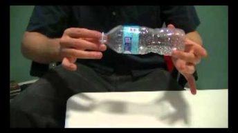 Giải mã ảo thuật nắp xuyên chai