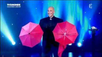 Màn ảo thuật đầy màu sắc với những cây dù