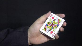 Ảo thuật đổi màu lá bài  nhanh cực kỳ hấp dẫn
