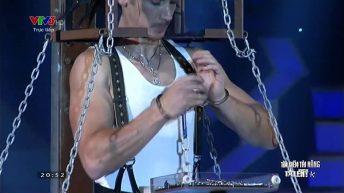 Màn ảo thuật tháo còng tay đầy kịch tính của ảo thuật gia Paul Cosentino