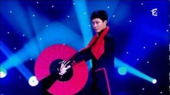 Màn trình diễn múa quạt cực kỳ sống động và đẹp mắt của ảo thuật gia Po Cheng Lai